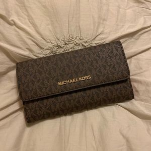 🆕 Michael Kors Large Trifold Wallet